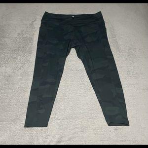 Shambhala gorgeous green camo 7/8 leggings size 2XL. Thigh pockets, so soft!